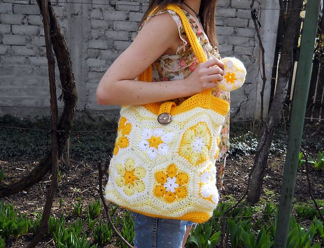 Ravelry: African Flower Purse pattern by Darlisa Riggs (FREE)