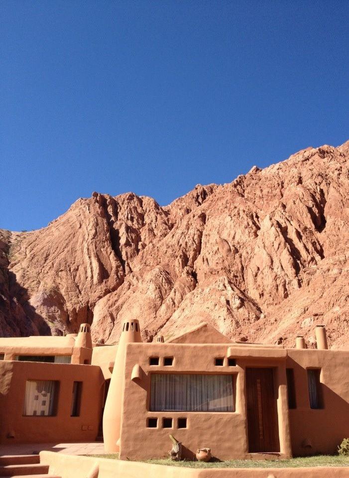 Purmamarca, Jujuy. hotel los Colorados! bueno, bonito y barato. metido en el medio de los cerros!