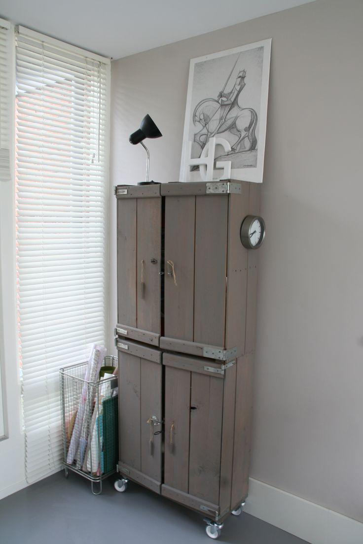 Kast van oude kisten. Styling van een zolderruimte. Ontwerp en styling Buro Flip | www.buroflip.nl
