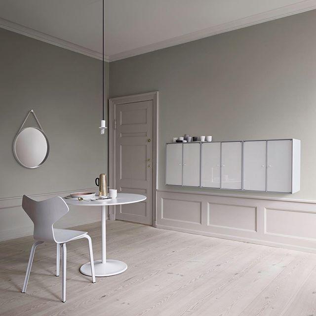SHINE, high-gloss cabinets. #montanafurniture #danishdesign #madeindenmark  #kitchendecor #diningroomdecor #nordichome