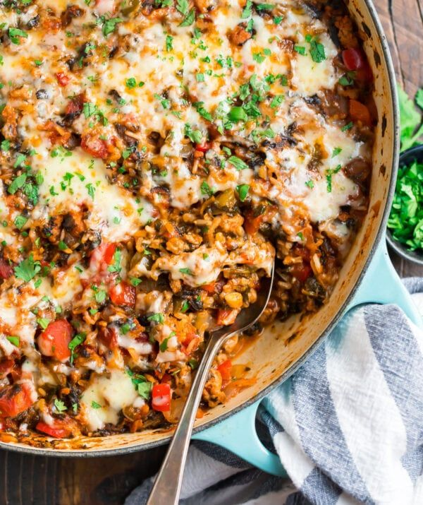 Ground Turkey Veggies And Brown Rice Are Topped With Cheese In This Easy And Healthy Stuffed P In 2020 Healthy One Pot Meals Stuffed Pepper Casserole Stuffed Peppers