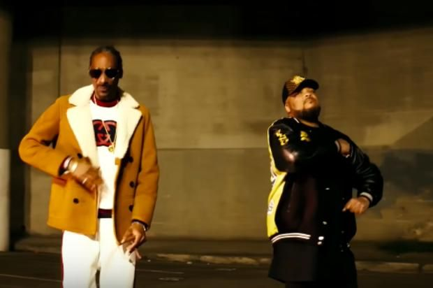 """Snoop Dogg & Kokane Deliver """"Doggytails"""" Visuals Snoop Dogg follows up his latest tape with a Kokane assisted video. https://www.hotnewhiphop.com/snoop-dogg-and-kokane-deliver-doggytails-visuals-new-... http://drwong.live/hip-hop-community-news/snoop-dogg-and-kokane-deliver-doggytails-visuals-new-video-43279-html/"""