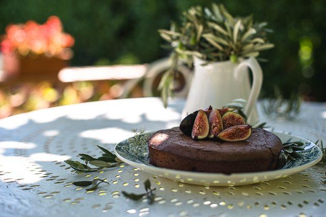 Chocolate Fig Almond Cake