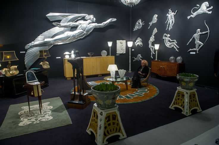 The Robertaebasta gallery, managed by Roberta Tagliavini and Mattia Martinelli, has specialized in 20th century decorative arts since 1967. It displays pieces by the most renowned Italian and foreign designers. You can find the gallery at BRAFA, from 25 January - 2 February 2014.