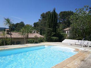 Mooie woning in prive ruimte met binnen- en buitenzwembadVakantieverhuur in Draguignan van @homeaway! #vacation #rental #travel #homeaway