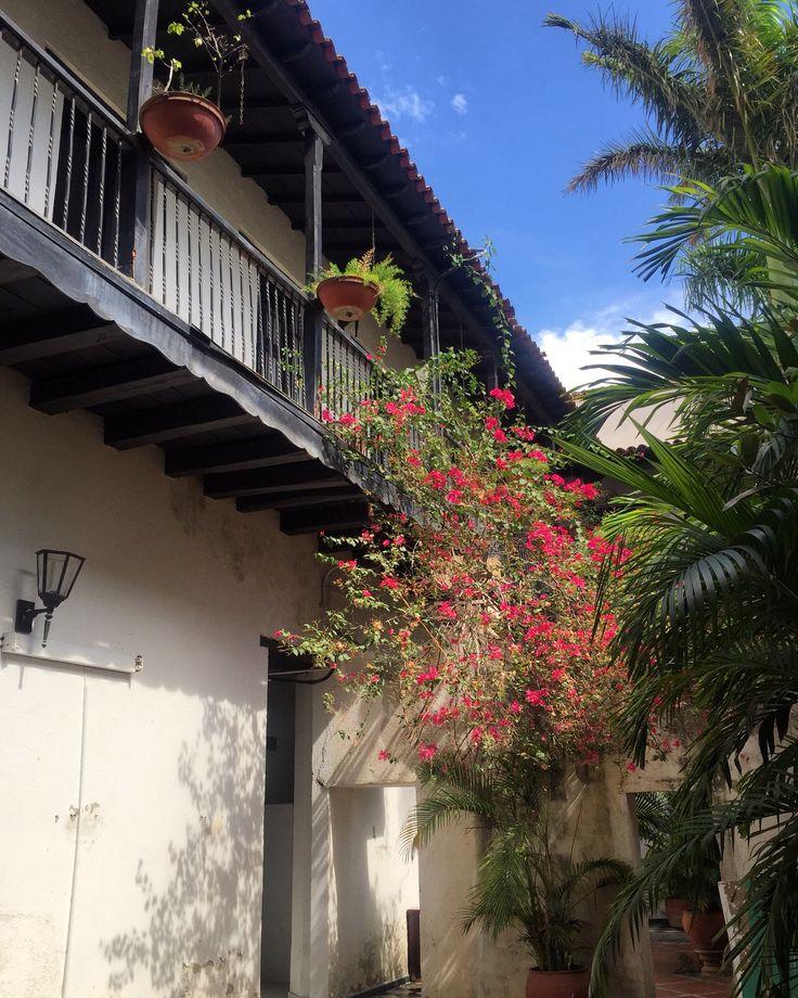Sin Filtro, No Filter, Centro Histórico de Santa Marta, History Center of Santa Marta, Casa Colonial, Old House, Calles Angostas, Small Streets, Santa Marta, Magdalena, Colombia