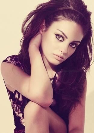 Mila Kunis - big hair, smokey eye