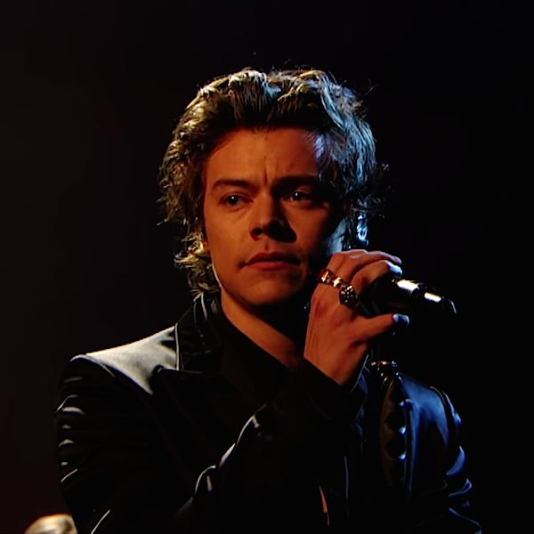Harry Styles Is Allegedly Beating Off Movie Offers With A Stick - http://oceanup.com/2017/05/01/harry-styles-is-allegedly-beating-off-movie-offers-with-a-stick/