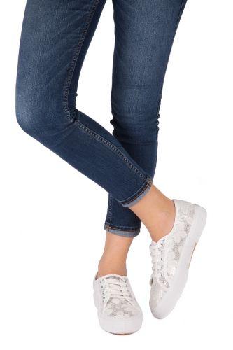 Sneakers Pizzo Lamè - Kammi Calzature Collezione Primavera Estate 2014 Sneakers bianche in tessuto con lavorazione in pizzo e paillettes #scarpe #donna #sneakers #pizzo #pizzolame #paillettes #kammi #calzature