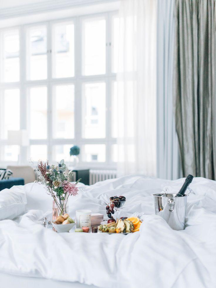 Unelmiesi häät takana ja hääyö edessä. Tee se tyylillä! Original Sokos Hotel Helsingin henkilökunta räätälöi toiveidesi mukaiset somisteet ja tarjoilut hääsviittiin.