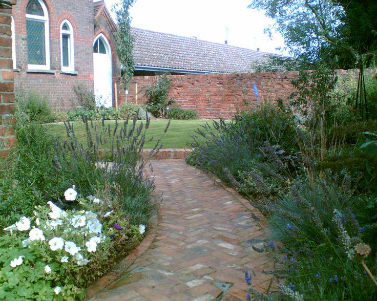 School Chapel cottage garden, Tebworth