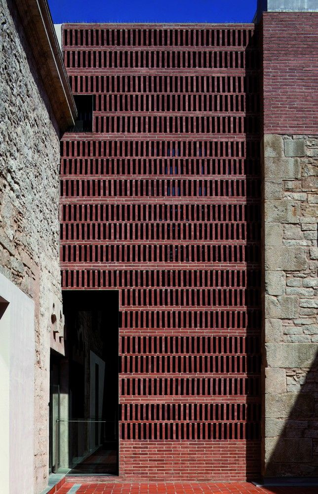 // modern brickwork by capdeferro arquitectos / catalan and balearic islands pavilion at biennale '12