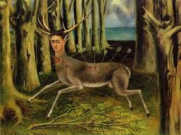 "'The Little Deer' 프리다 칼로, 1946년. 사춘기시절에 교통사고를 겪은 뒤 평생을 이로 인해 고통을 받았던 프리다 칼로는 개인의 삶을 반영한 그림으로 1930년대 말부터 주목받기 시작해 맥시코를 대표하는 여성화가로 활동했다. 프리다 칼로는 마치 일기를 쓰듯이 자화상을 그렸다. 그녀는 자화상에 대해 이런 말을 남겼다. ""혼자 있는 시간이 많았고, 내가 가장 잘 아는 소재가 나 자신이기 때문에 자화상을 많이 그렸다"". <다친 사슴> 속의 그녀의 모습은 비록 여러 개의 화살 때문에 피를 흘리고 있음에도 불구하고, 시선은 매우 투명하고 강한 빛을 발하는데 이는 삶에 대한 강한 의지와 자신의 고통이 오히려 예술로 승화되었음을 나타낸다. 이 작품은 아픔을 이겨내려는 의지와 희망을 표현한 프리다의 걸작이라고 할 수 있다. 1970년대 페미니즘 운동이 대두되면서 그녀의 존재가 새롭게 부각되기 시작했고, 1984년 멕시코정부는 그녀의 작품을 국보로 분류하였다."