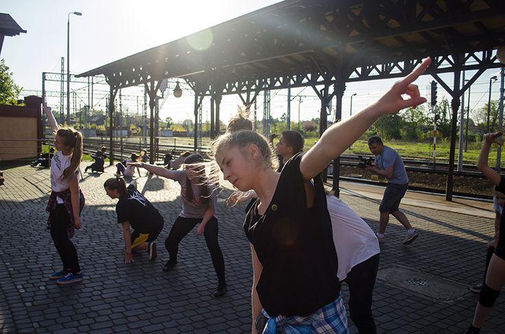 Skierniewice: Międzynarodowy Dzień Tańca na naszym dworcu [FOTO]