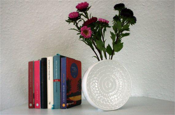 die 25 besten ideen zu blumenvasen auf pinterest blumen vase h ngevasen und g nstige. Black Bedroom Furniture Sets. Home Design Ideas