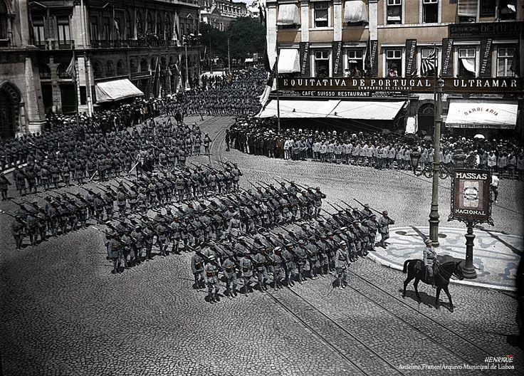 Centenário da Grande Guerra -Contingente do Exército português durante uma parada de vitória no Rossio, em Lisboa, finais de 1918 Anselmo Franco/Arquivo Municipal de Lisboa
