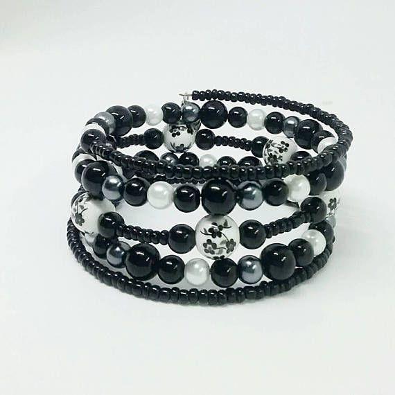Retrouvez cet article dans ma boutique Etsy https://www.etsy.com/ca-fr/listing/555442898/bracelet-noir-bracelet-blanc-gris