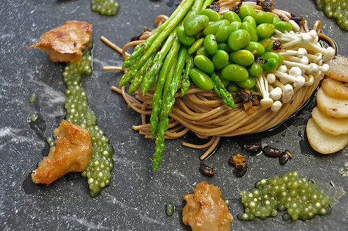 Paul Bom's black bean soba met matcha parels