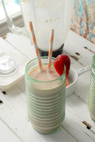 Banana-Peach Almond Smoothie 1 large frozen banana 1 large White Peach, ripe* (a yellow peach may be substituted) 4 large Strawberries, sliced (approximately ½ cup) 1 ½ cups Almond milk, unsweetened 1 tablespoon (total) Chia seeds and/or hulled Hemp seeds