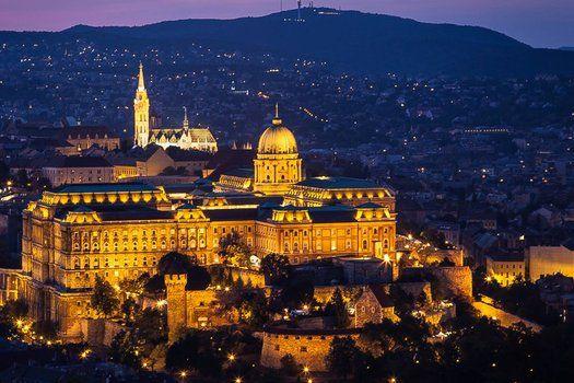 #Stedentrip #Budapest in #luxe viersterrenhotel met ontbijtbuffet, diner bij kaarslicht én welkomstdrankje voor €89,- #reizen #TravelBird #citytrip #vakantie #weekend