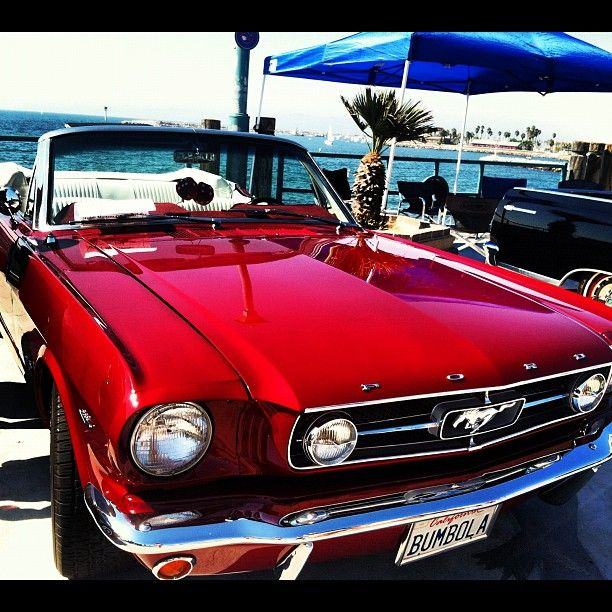 Candy apple red Mustang - yeah, baby!