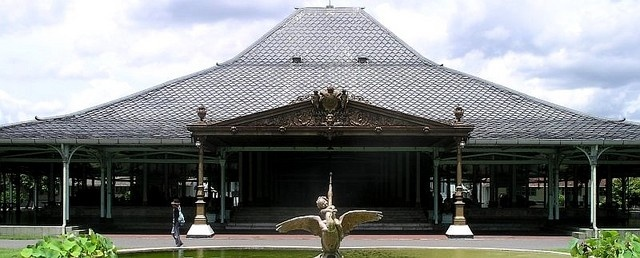 Mangkunegaran Palace was built in 1757 in typical Javanese architecture, i.e. it has a pendopo, or open front hall in which to receive guest, a pringitan ( a porch to hold leather puppet shadow plays) and private apartment. Two sets of 17th century Javanese gamelan instruments are exhibited and played every Wednesday in the Pendopo.