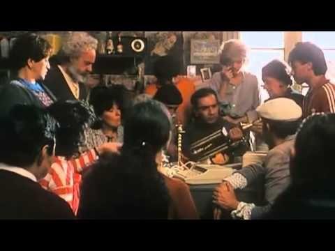 La toma (The Take) es un documental de 2004 realizado por Naomi Klein y dirigido por Avi Lewis. Cuenta la historia de los trabajadores de Argentina que recla...