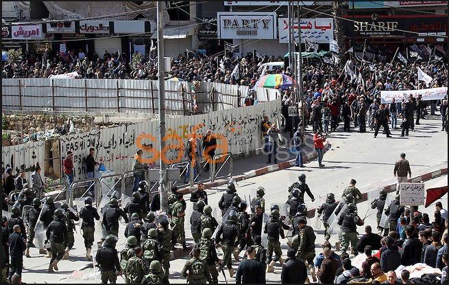 A PALOS. Sin contemplaciones, haciendo uso de la fuerza, así han reventado la policía del ente Autoridad Palestina una marcha de protesta de la organización islámica extremistaHizb-ut Tahrir.