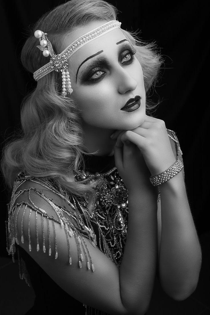 Vintage makeup lmi Photo: Aristos Fakiolas  Styling: Theoharry Katsanis  MUA: Julie Moan  Hair Styling: Samvel Sarkisov  Make-Up Instructor: Χρυσάνθη Μήτρου  Model: Καλή Τραϊκούδη