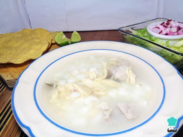 Receta de Pozole blanco de pollo y puerco #RecetasGratis #RecetasMexicanas #ComidaMexicana #CocinaMexicana #Sopa #Caldo #Pozole