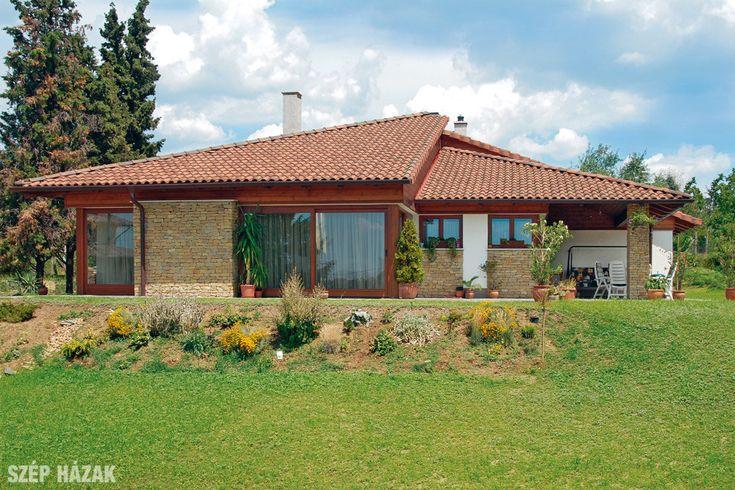 A család mediterrán stílusú házat kért hatalmas nyílászárókkal, födém nélküli, tágas belső terekkel, ahol a gyerekek birodalma és a felnőttek élettere elhatárolódik.