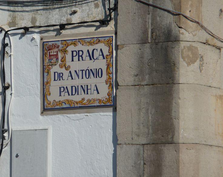 Tavira | Rua Dr. António Padinha | Placa topomímica / Signpost #Azulejo #Toponymy