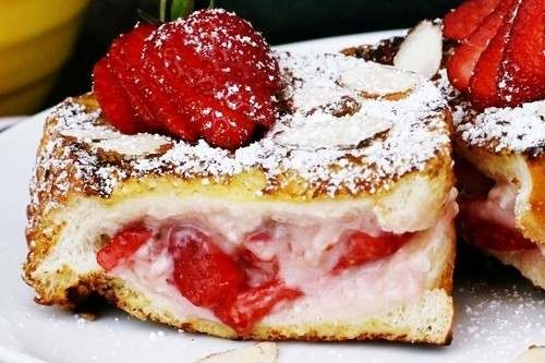 strawberry stuffed french toastStrawberries Stuffed, Strawberries French Toast, Breakfast, Food, French Toast Recipe, Christmas Mornings, Stuffed French Toast, Frenchtoast, Cream Cheeses