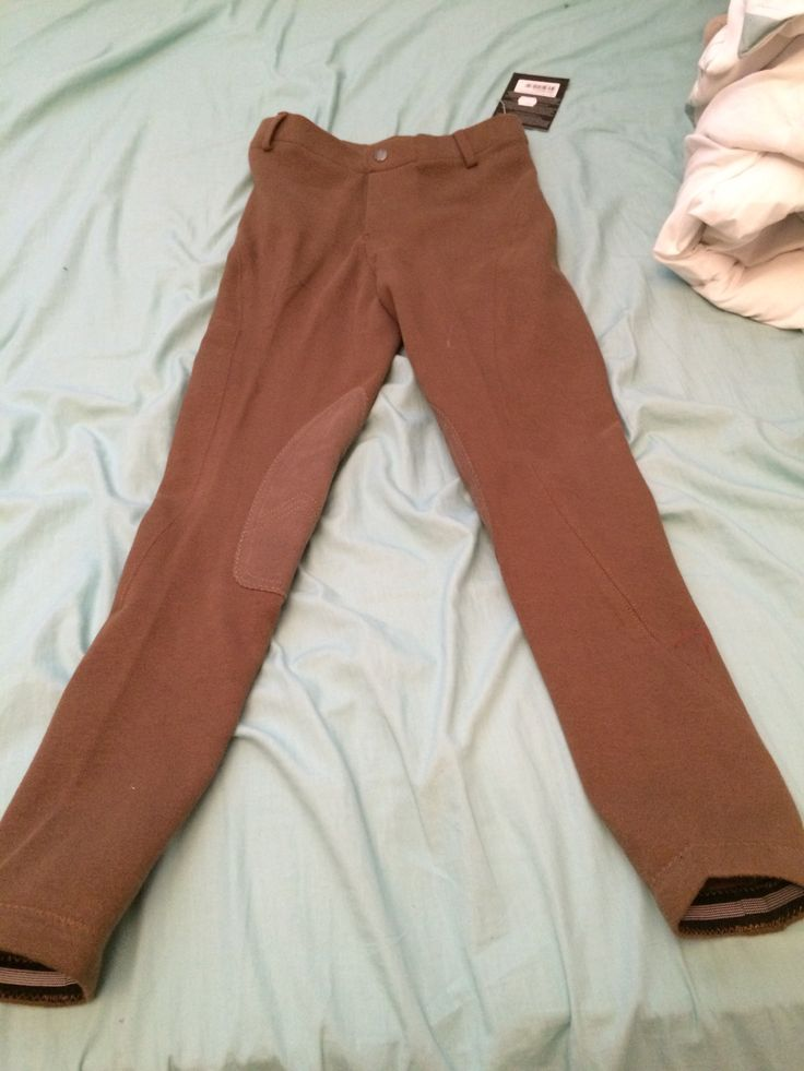I love these breeches! Comes in dark tan,tan and black! I recommend these for any english rider! these are the Elation Red Label Breeches from Greenhawk! Only 45$!!