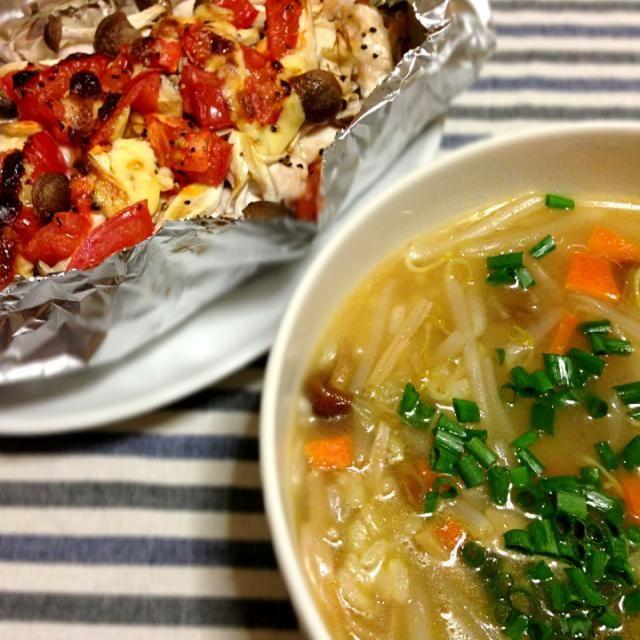 ホイル焼きは底に玉ねぎやトマトから出た美味しいスープができてたので、スプーンですくっていただきました(・ω・)ノ  両方汁っぽいメニュー(笑) - 79件のもぐもぐ - 鶏ささみと野菜のホイル焼き、カレーピラフのリメイクリゾット by KAZARA