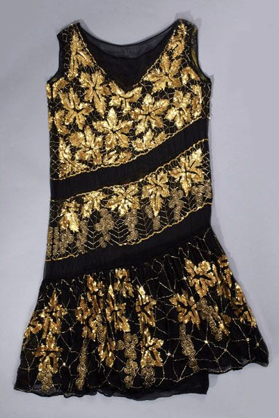 1925-29 short dress with beading and sequins on silk