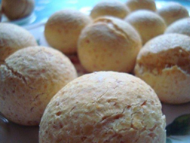 CHIPA CON RELISH DE TOMATES. GLUTEN FREE  Comerlos calentitos, apenas salidos del horno, son deliciosos!  Ingredientes: 600 grs de fécula de mandioca 2 huevos orgánicos 120 ml aceite de oliva extra virgen 1 cda. al ras de sal marina 2 cdtas. colmadas de polvo de hornear 200 ml de leche de cabra (de alta digestibilidad) 150 grs de queso de cabra estacionado (del tipo duro, apto para rallar) 150 grs de parmigiano reggiano