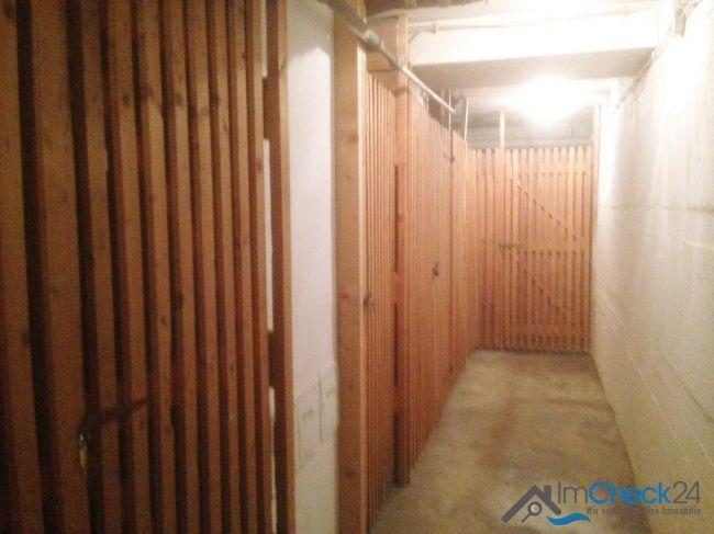 Zu der Wohnung gehört ein separater Kellerraum.