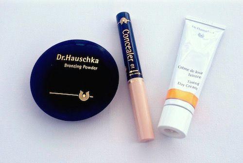 Dr. Hauschka är kända för sina naturliga produkter och är pionjärer på marknaden. De första produkterna lanserades redan 1967 och 1991 presenterade företaget en komplett makeup-serie.