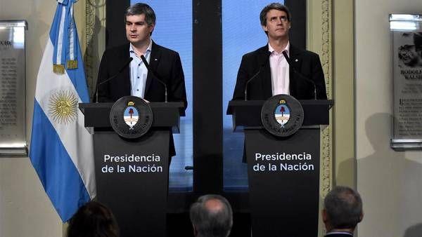 EL JEFE DE GABINETE, MARCOS PEÑA, Y EL MINISTRO DE HACIENDA ALFONSO PRAT GAY.