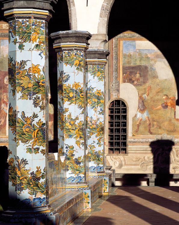 Napoli - Chiesa di santa chiara, il chiostro maiolicato.