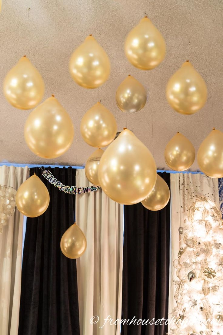 Hang balloons from the ceiling | 15 Amazing Great Gatsby party ideas