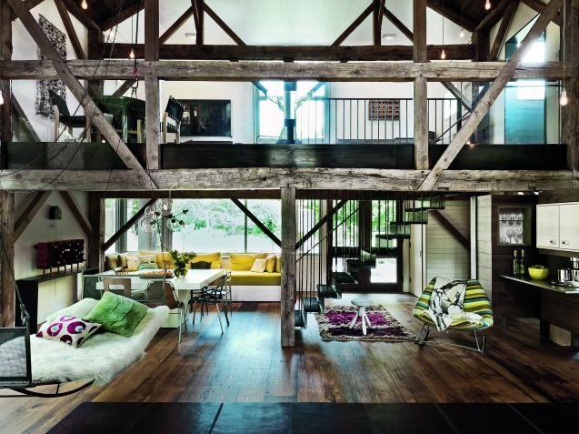 KKLIVING: -Vi ønsket oss et litt spesielt hus med mange koselige hjørner, og det klarte vi absolutt å få til, sier Katie Dove. Sammen med de tre barna deres, bor Katieog Seth Hendoni et bindingsverkshus fra 80-tallet i Hamptons i USA.