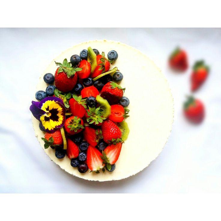 Z okazji moich 31 urodzin pyszny (własnej roboty) urodzinowy tort  Postarałam się (trochę skromności się należy) ❤  Po przepis zapraszam na fb https://www.facebook.com/eatdrinklook/  --->   On the occasion of my 31st birthday, delicious (homemade) birthday cake  I'll try (to be a little modesty) ❤ After the recipe invite you to fb https://www.facebook.com/eatdrinklook/