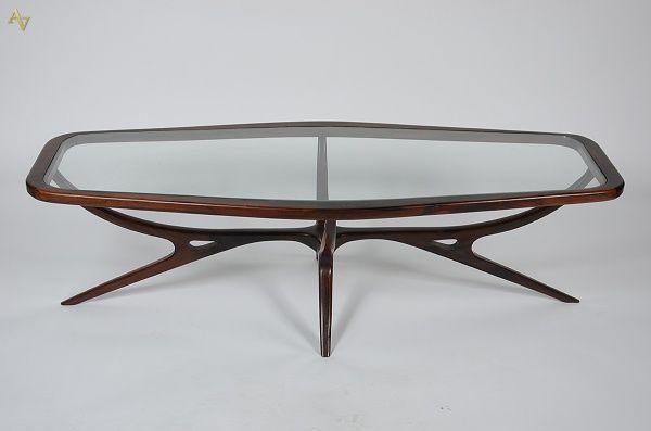 JOSEPH S. SPINELLI - Mesa de centro de jacarandá com tampo de vidro - Medidas 1,29 x 0,52 cm e altura 0,37 cm.