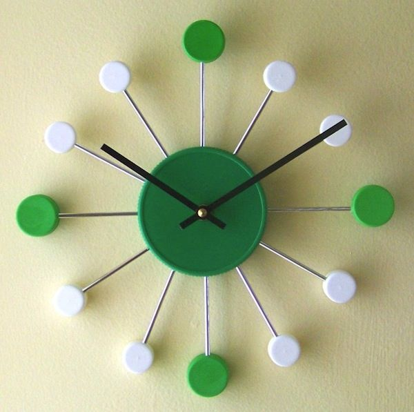 Miren este reloj hechod e tapitas! Excelente forma de aprovechar el tiempo ;)