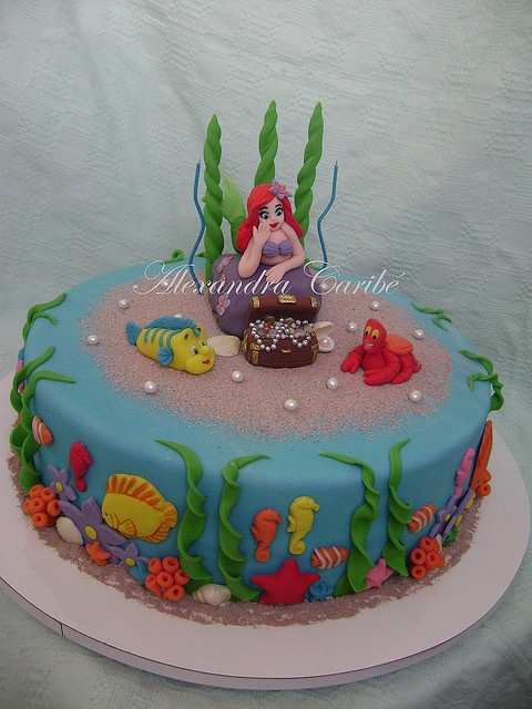 Bolo Ariel pequena sereia com baú - Cake Ariel little mermaid with trunk by Alexandra Bolos Artísticos, via Flickr