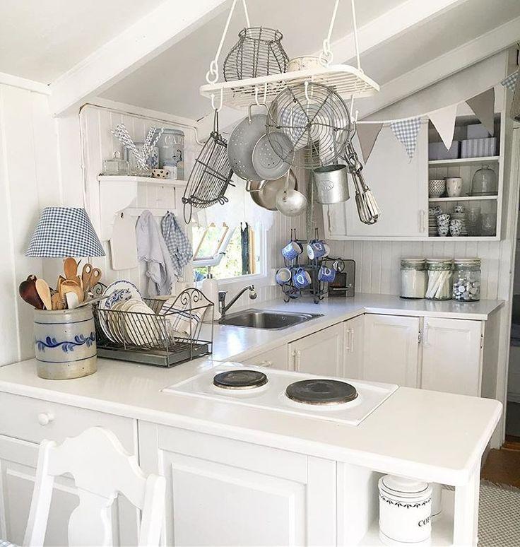 Kjøkkenet på hytta.  Primitivt og enkelt, men med gammel masses sjarm hyttekos # # # hytteliv hytte # sommerhusliv cottage # # # cabin Nordnorge