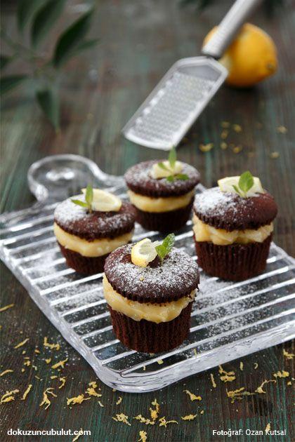 Limon kremalı ve çikolatalı mini kekler