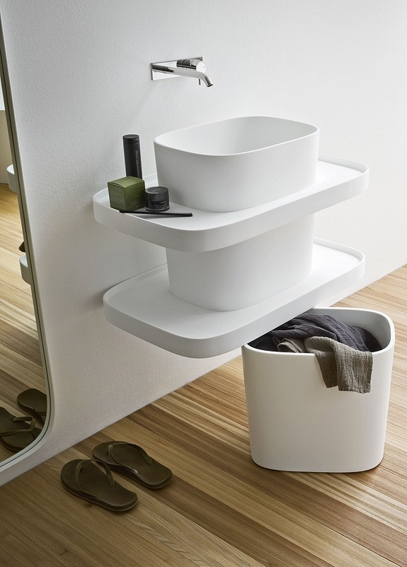 Fonte wall hung washbasin with lower basket with wheels. Washbasin in Corian® with comfortable trays.
